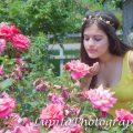 Chica Latina celebrando sus quinceaños en el Jardín Botánico de Brooklyn. Ciudad de Nueva York.