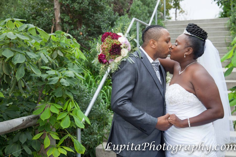 Wedding photographer in NYC (Brooklyn, Queens, Staten Island, Manhattan, Bronx) - www.LupitaPhotography.com