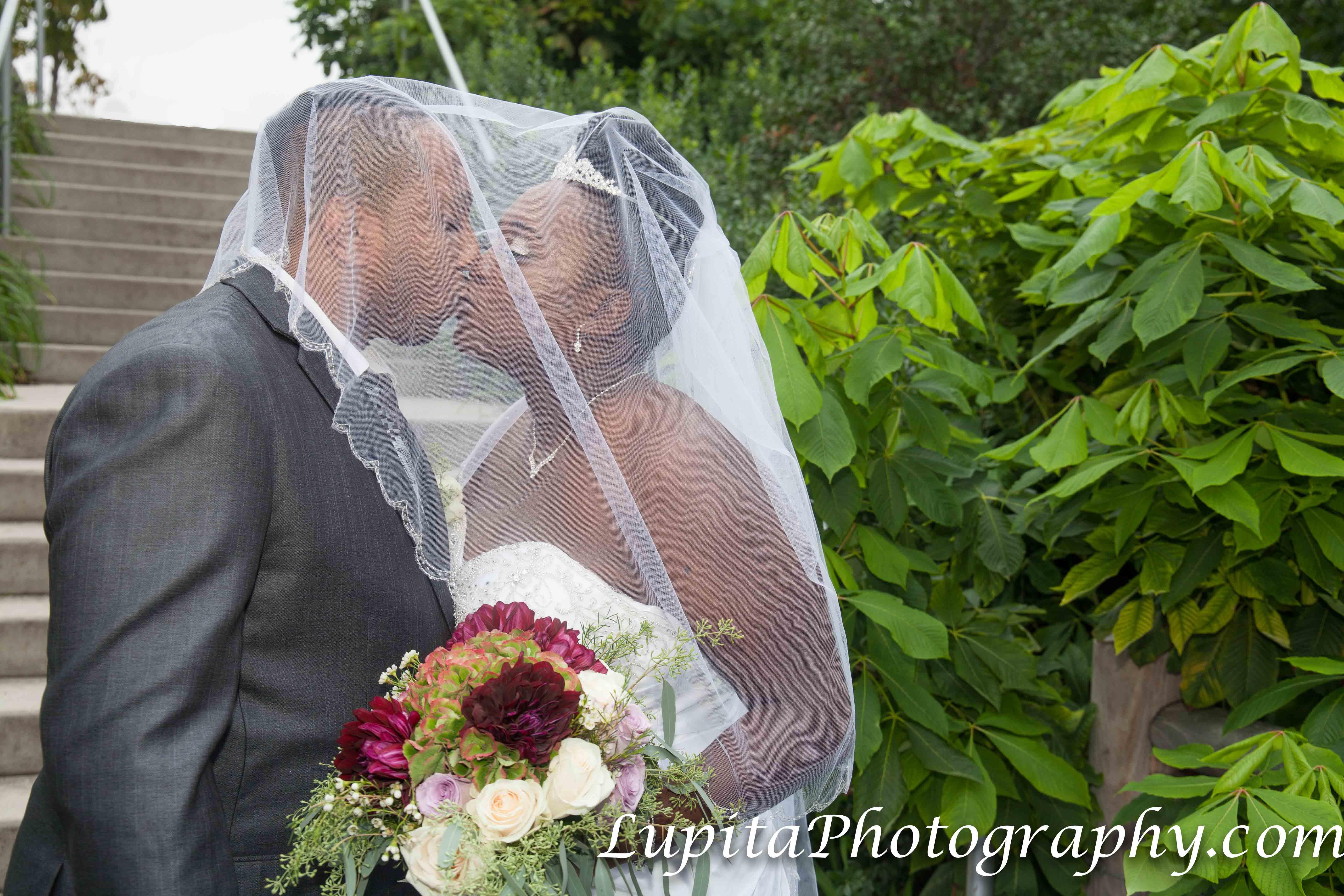 A beautiful couple on their wedding day. It was a great experience creating their photos and video. Una hermosa pareja en el día de su boda. Fue una gran experiencia la creación de sus fotos y video.