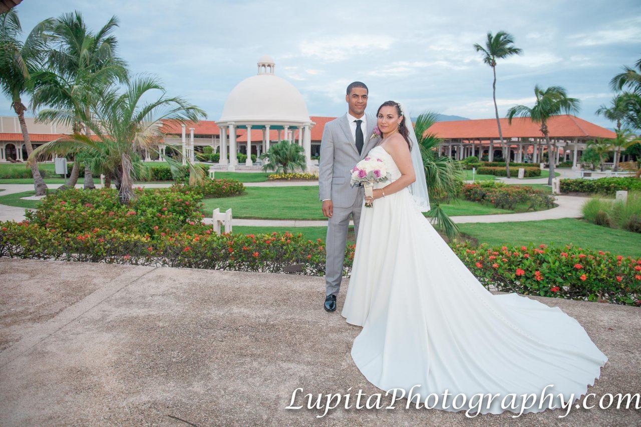 Meliá Coco Beach Resort. Rio Grande. Puerto Rico. The newly-wed couple celebrating their special day. La pareja de recién casados celebrando su día especial.