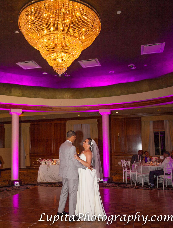 Meliá Coco Beach Resort. Rio Grande. Puerto Rico. Couple dancing / Pareja bailando.