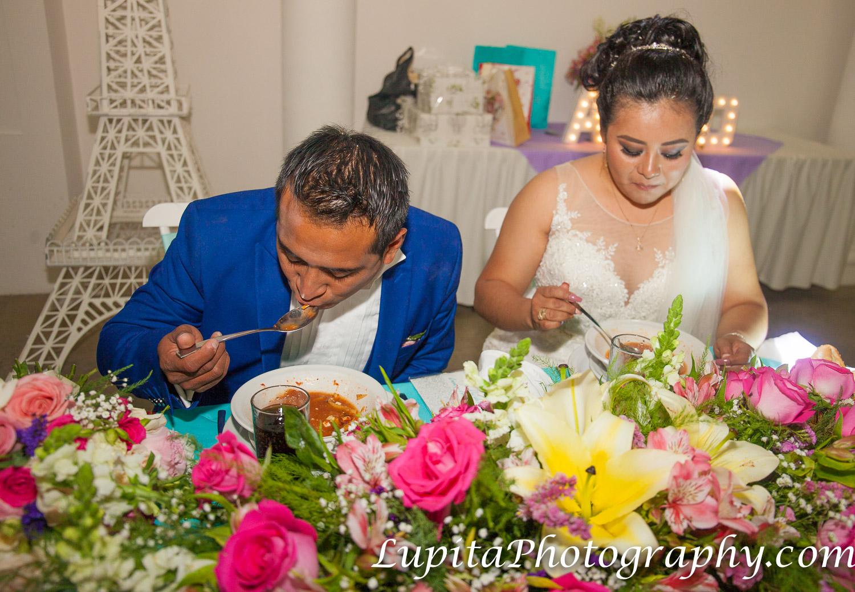 Estado de México, México - Pareja disfrutando de una deliciosa cena. Couple enjoying a delicious dinner.