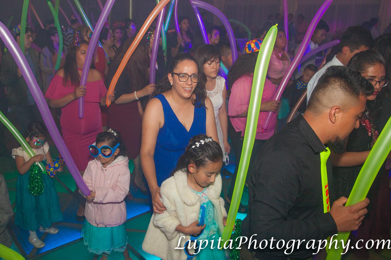 Estado de México, México - Invitadas e invitados bailando. La pareja y las personas que atendieron la fiesta se divirtieron mucho.  Guests dancing. The couple and people that attended the party had a lot of fun.