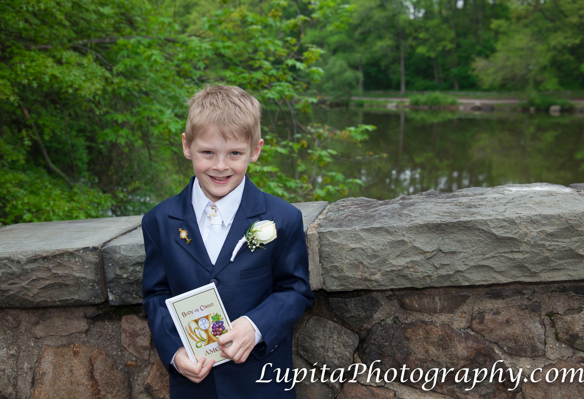 """Ryan celebrating his first communion at The Stone House at Clove Lakes in Staten Island, New York City. Ryan celebrando su primera comunión en la """"The Stone House"""" en Clove Lakes en Staten Island, Ciudad de Nueva York."""