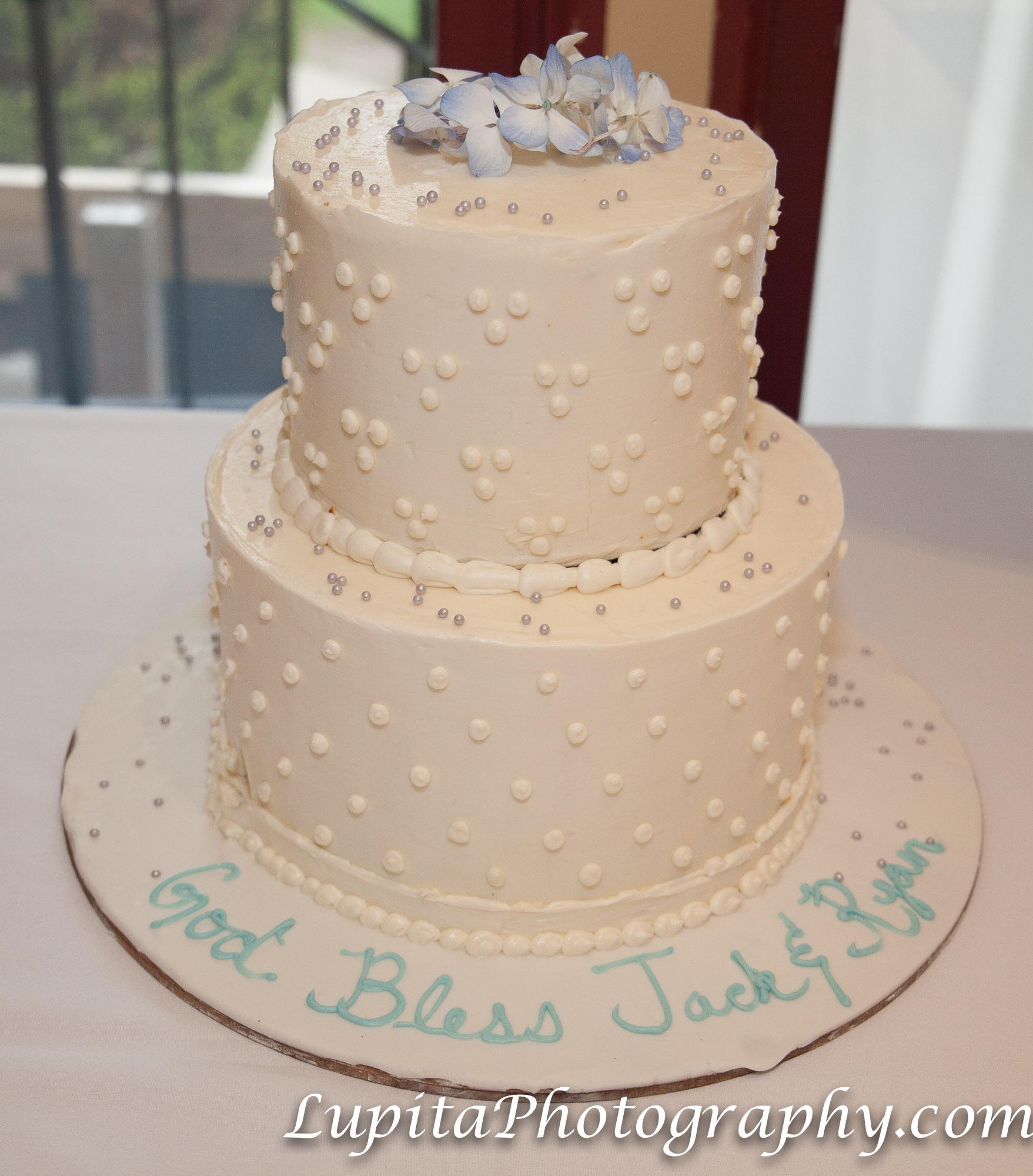 "Jack and Ryan celebrating their first communion at The Stone House at Clove Lakes in Staten Island, New York City. Jack y Ryan celebrando su primera comunión en la ""The Stone House"" en Clove Lakes en Staten Island, Ciudad de Nueva York."