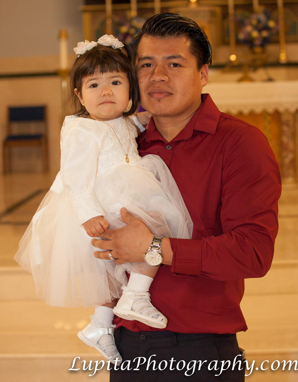 Ciudad de Nueva York - Niña celebrando su bautismo. New York City - Girl celebrating her baptism.