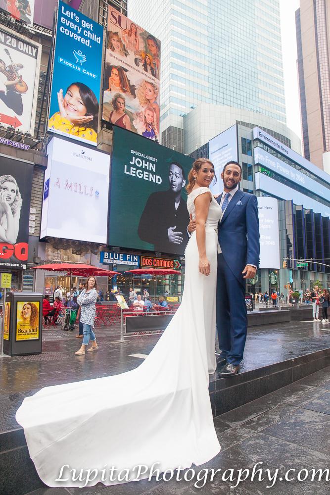 Pareja de España en Times Square. Ciudad de Nueva York. Couple from Spain in Times Square. New York City.