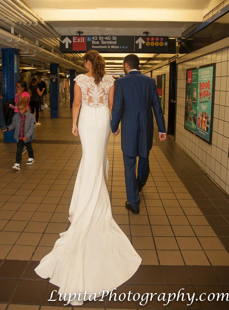 Pareja de España en el Metro/Tren/Subway en Manhattan. Ciudad de Nueva York. Couple from Spain on the Subway/Metro/Train in Manhattan. New York City.