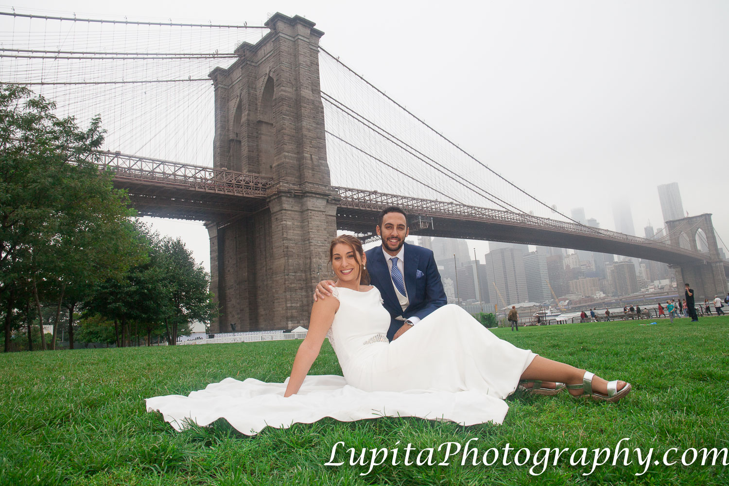 Pareja de España. Parque del Puente de Brooklyn. Ciudad de Nueva York. Couple from Spain. Brooklyn Bridge Park. New York City.