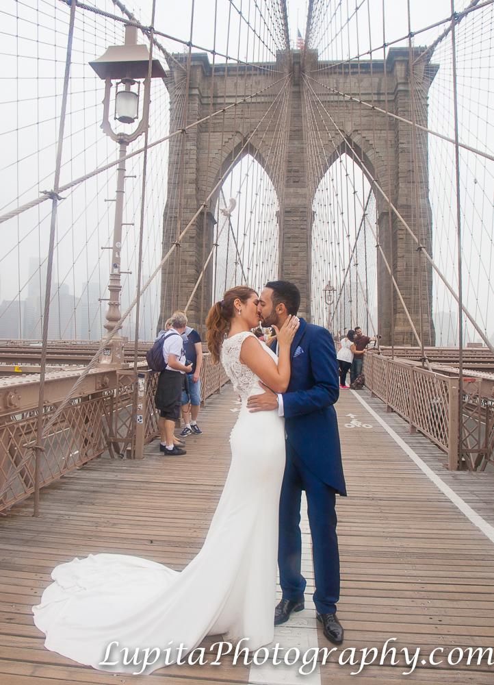 Pareja de España. Puente de Brooklyn. Ciudad de Nueva York. Couple from Spain. Brooklyn Bridge. New York City.