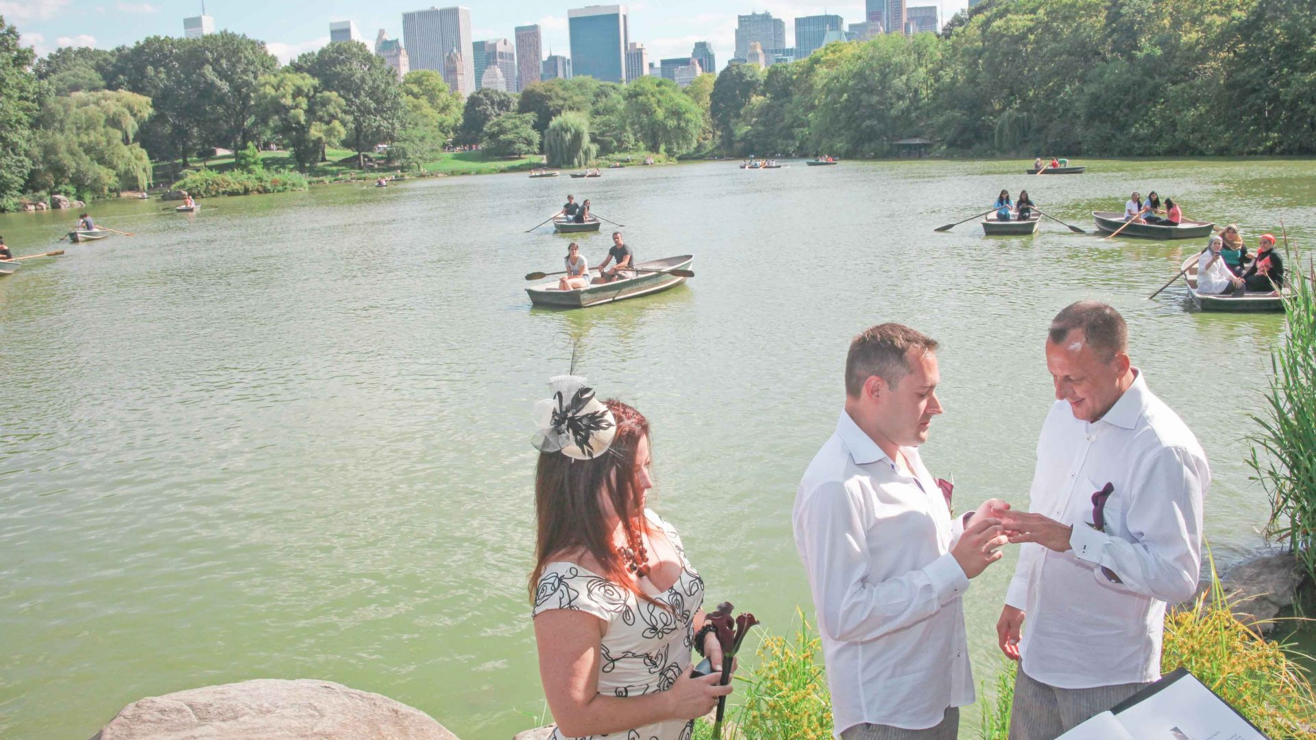 Ian and Peter on their wedding day in Central Park, New York City. Boda de Ian y Peter en el Parque Central. Ciudad de Nueva York.